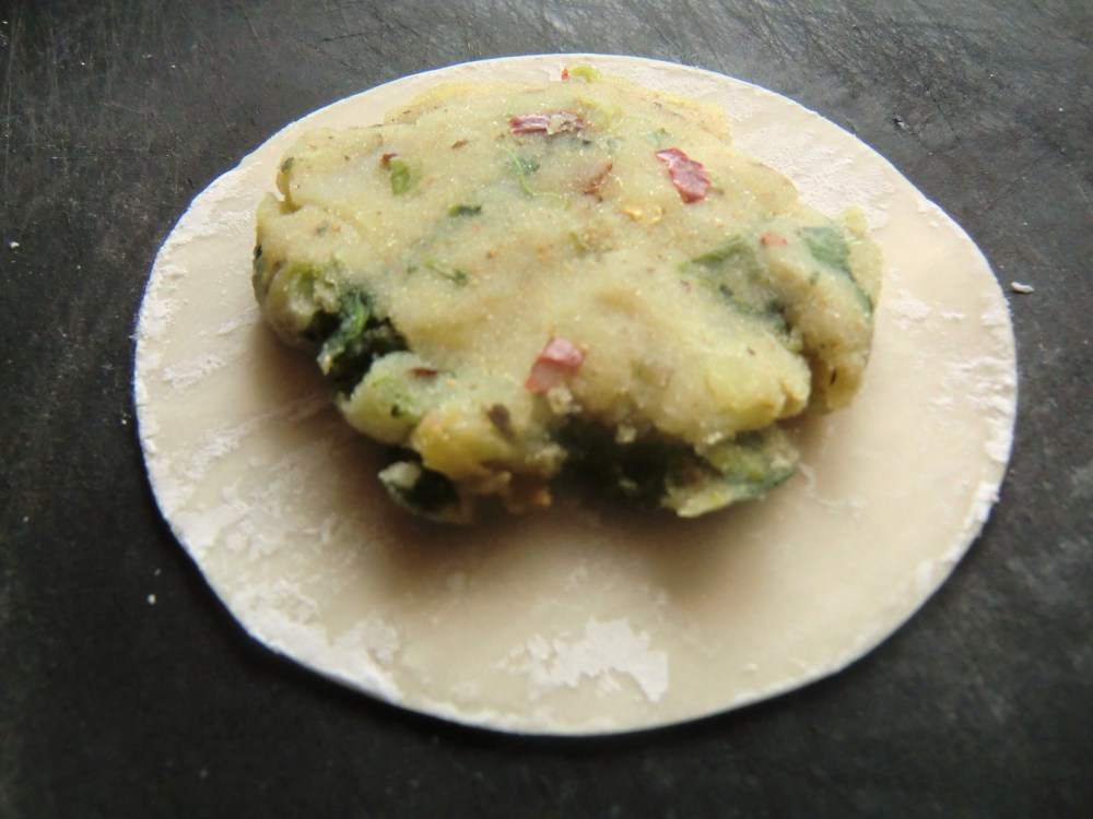 Baked Bolani: A healthier cheats recipe using dumpling wrappers (2/6)