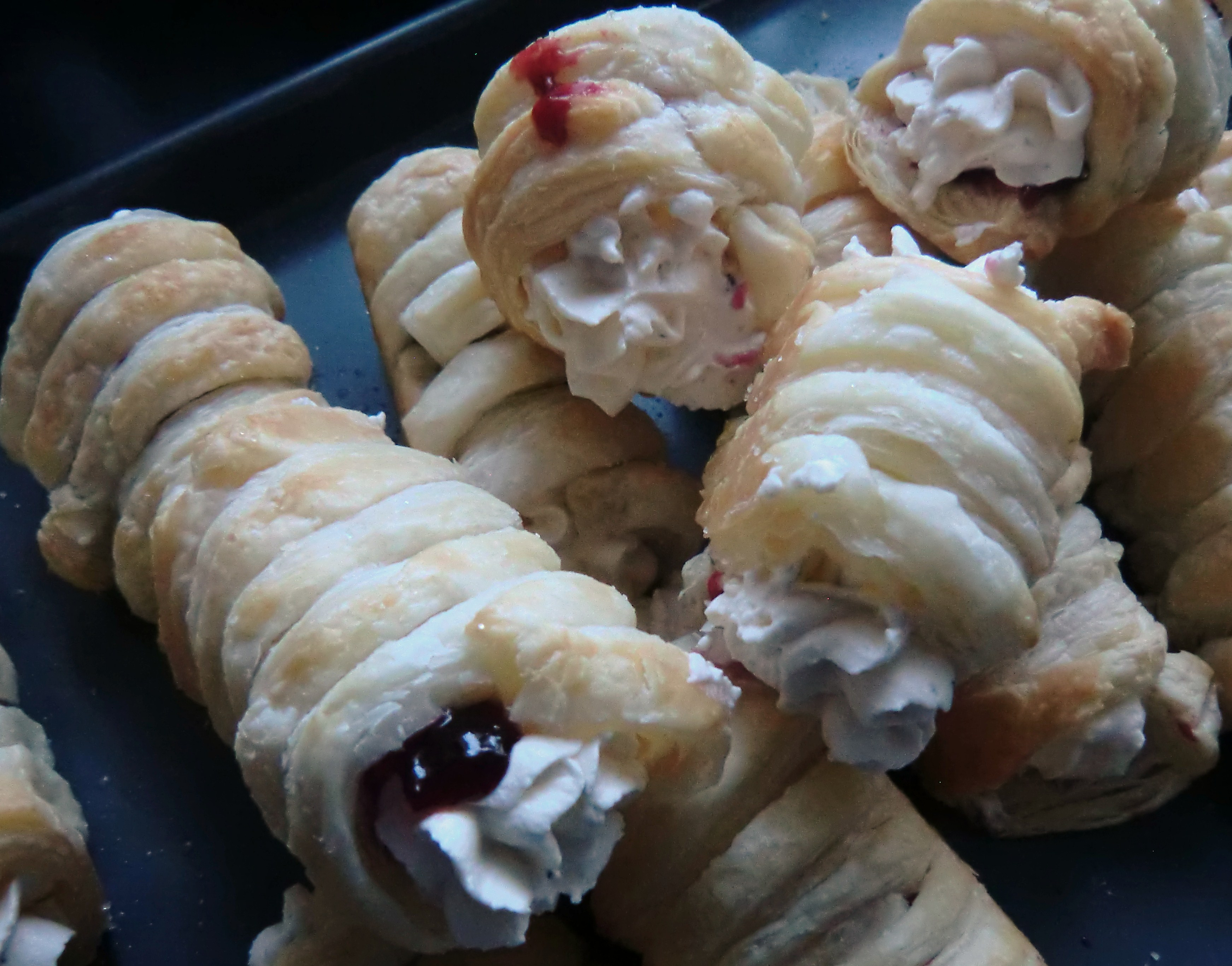 Afghan cream rolls tea and sesame afghan cream rolls with sour cherry forumfinder Images