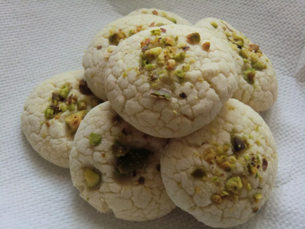 Persian Rose Water Rice Flour Cookies (Naan e Berenji): Gluten Free (1/2)